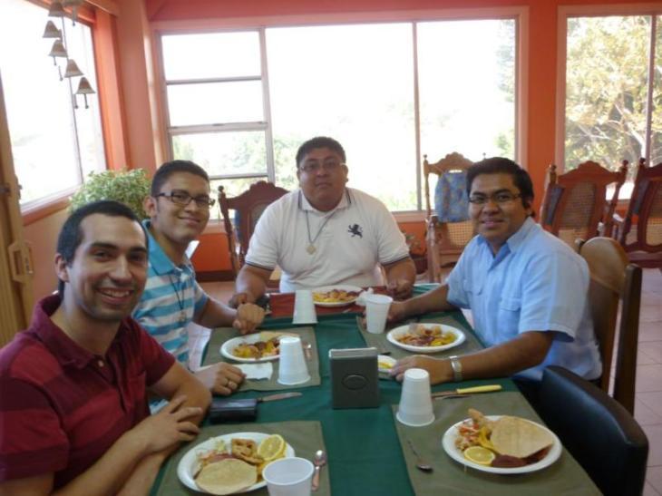 Almuerzo con Padre Provincial 001_800x600