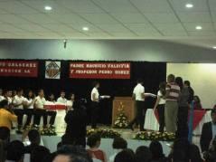 Graduación dedicada al Padre Mauricio.