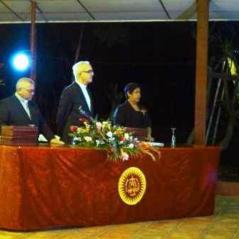Presidiendo la graduación en León