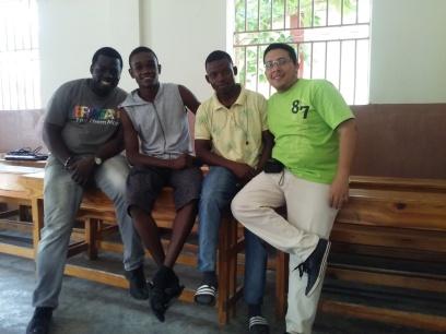 S. Santa Haití. (23)
